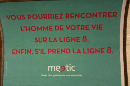 """Affiche Meetic """"Vous pourriez rencontrer l'homme de votre vie sur la ligne 8. Enfin s'il prend la ligne 8"""""""
